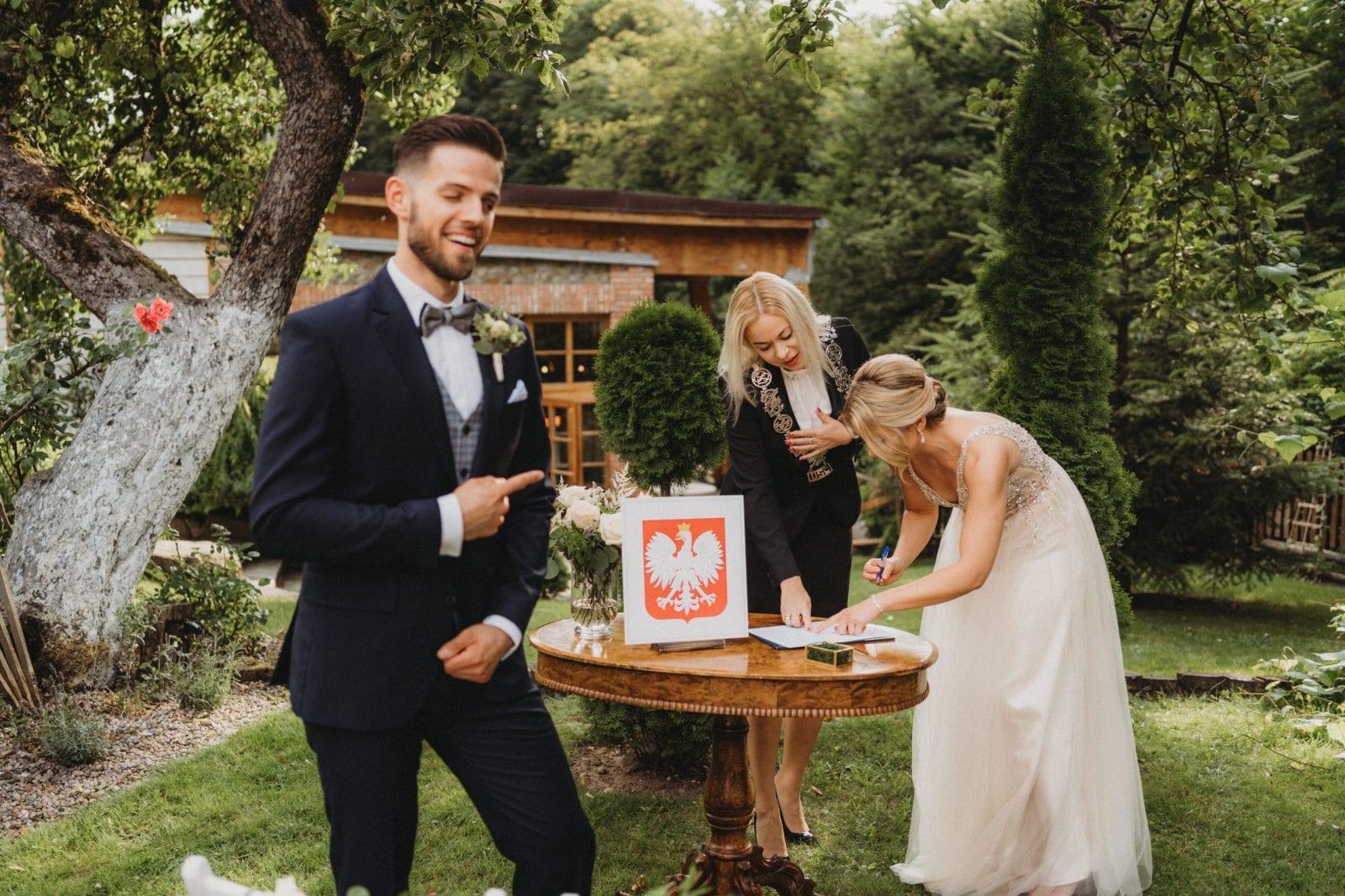 ślub cywilny plenerowy dekoracje