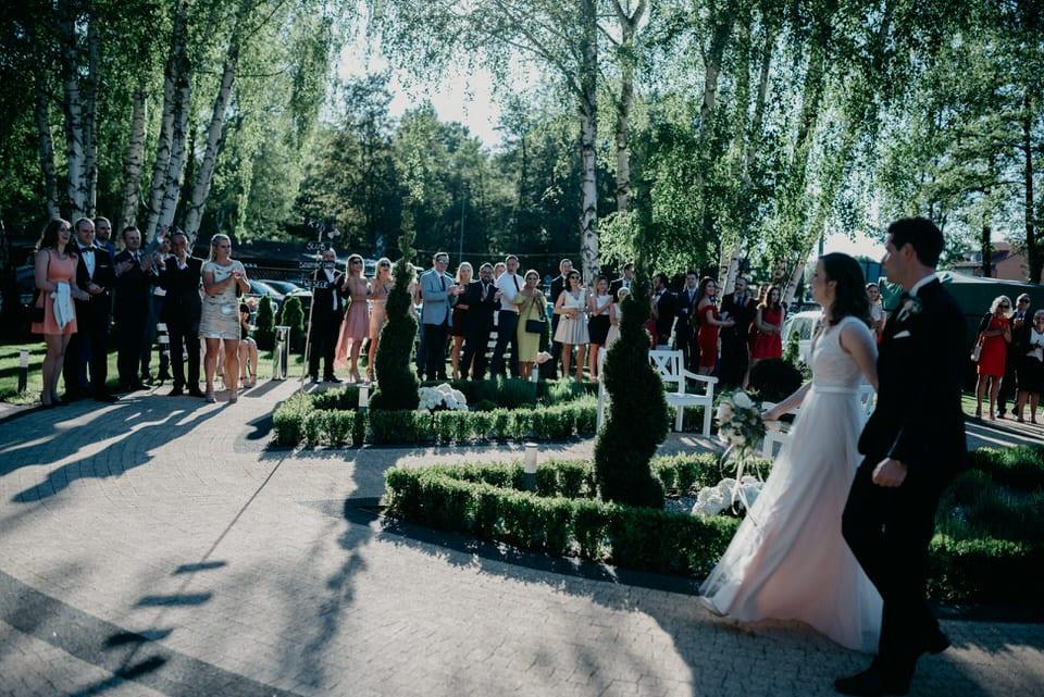 Fotograf Szczecin, fotografia ślubna, ślub w stylu BOHO, Zatrzymać Chwile nad Miedwiem, samochód retro, dekoracje ślubne, cuda wianki
