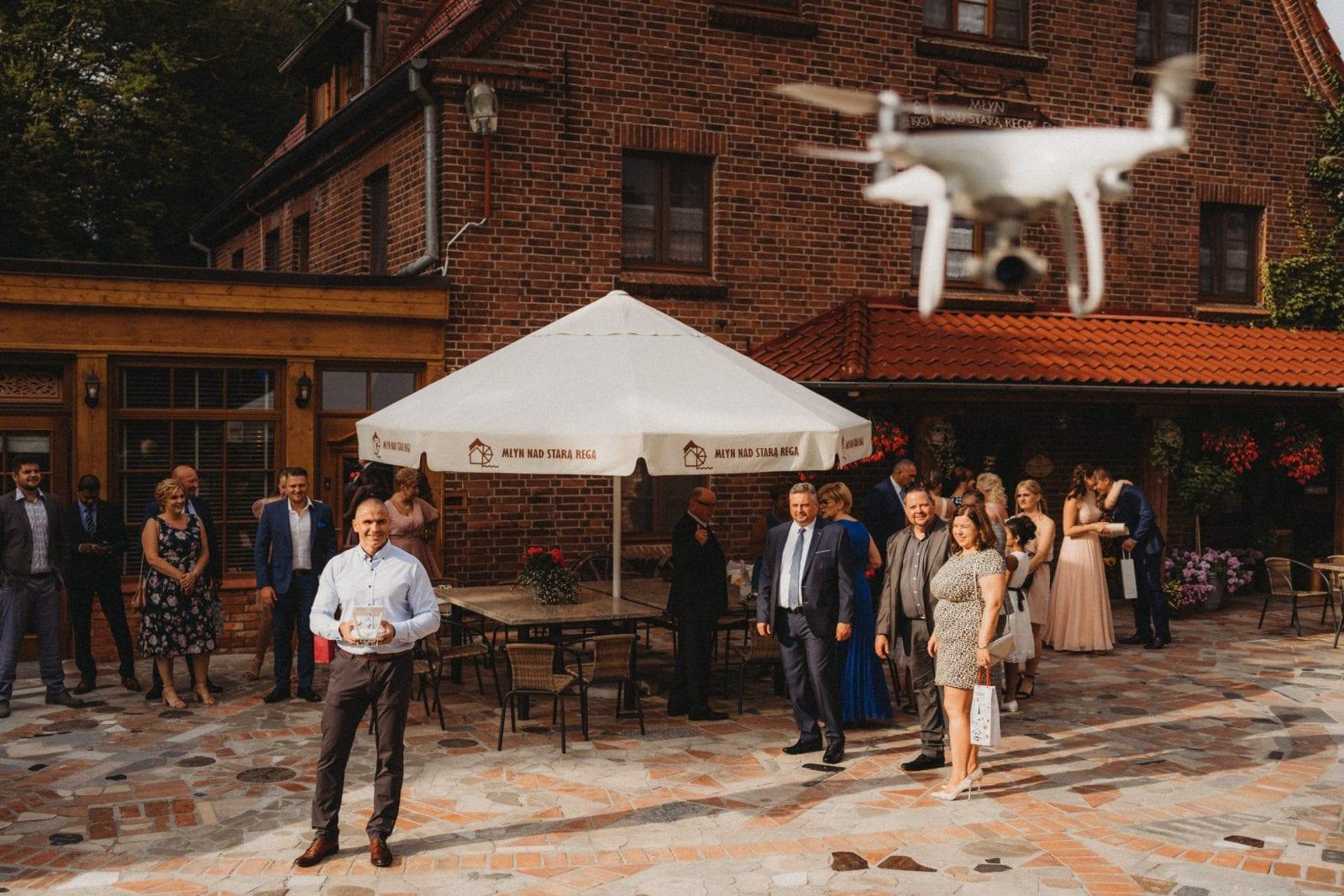 dron na weselu Młyn nad Starą Regą Tarnowo