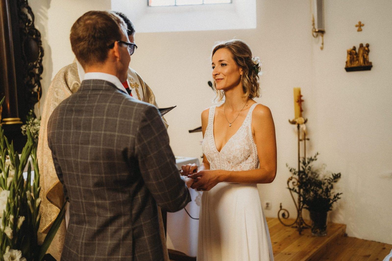 ślub w starym kościele  folwark w plenerze słódkowo 15 szczecin